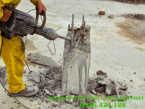 Khoan cắt đường bê tông ở Phường Điện Biên
