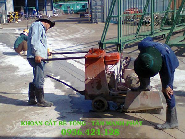 cắt đường bê tông ở Hàng Bạc